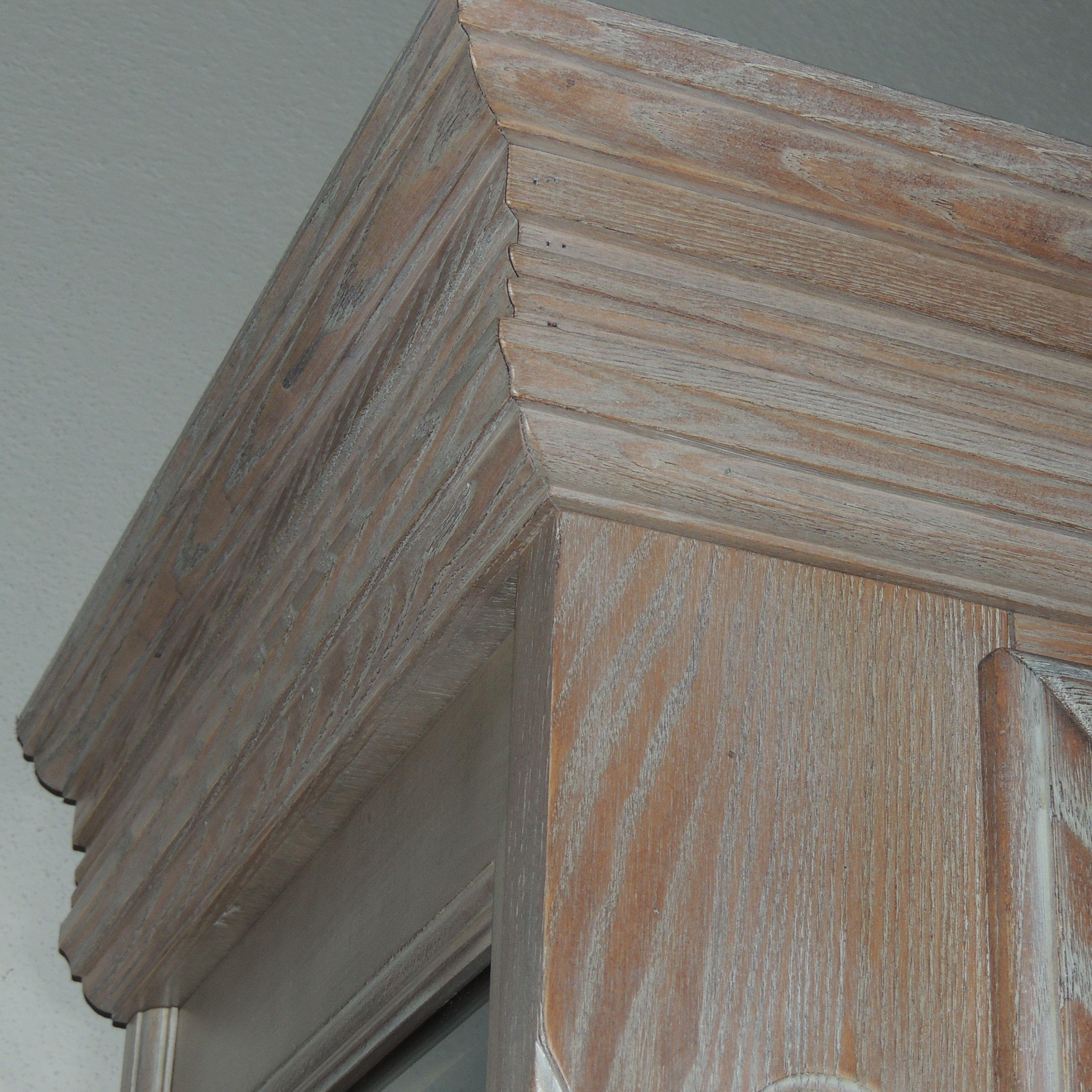 Dettaglio cristalliera in legno massello di frassino sbiancato lavorazioni del legno pinterest - Mobili in legno sbiancato ...
