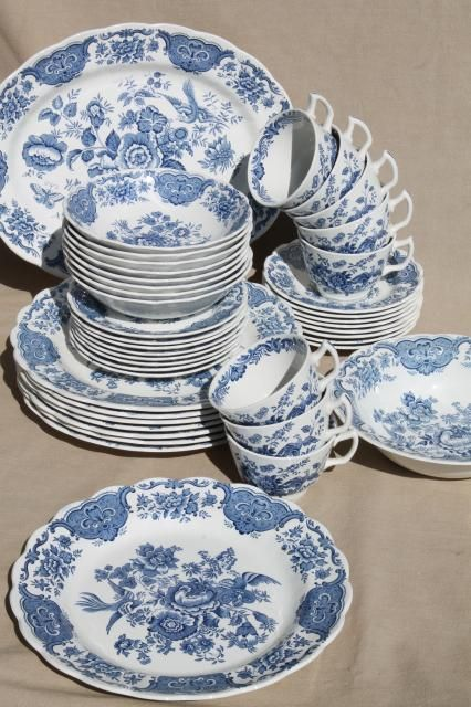 Ridgway Windsor blue \u0026 white vintage china dishes dinnerware set for 8 & Ridgway Windsor blue \u0026 white vintage china dishes dinnerware set ...