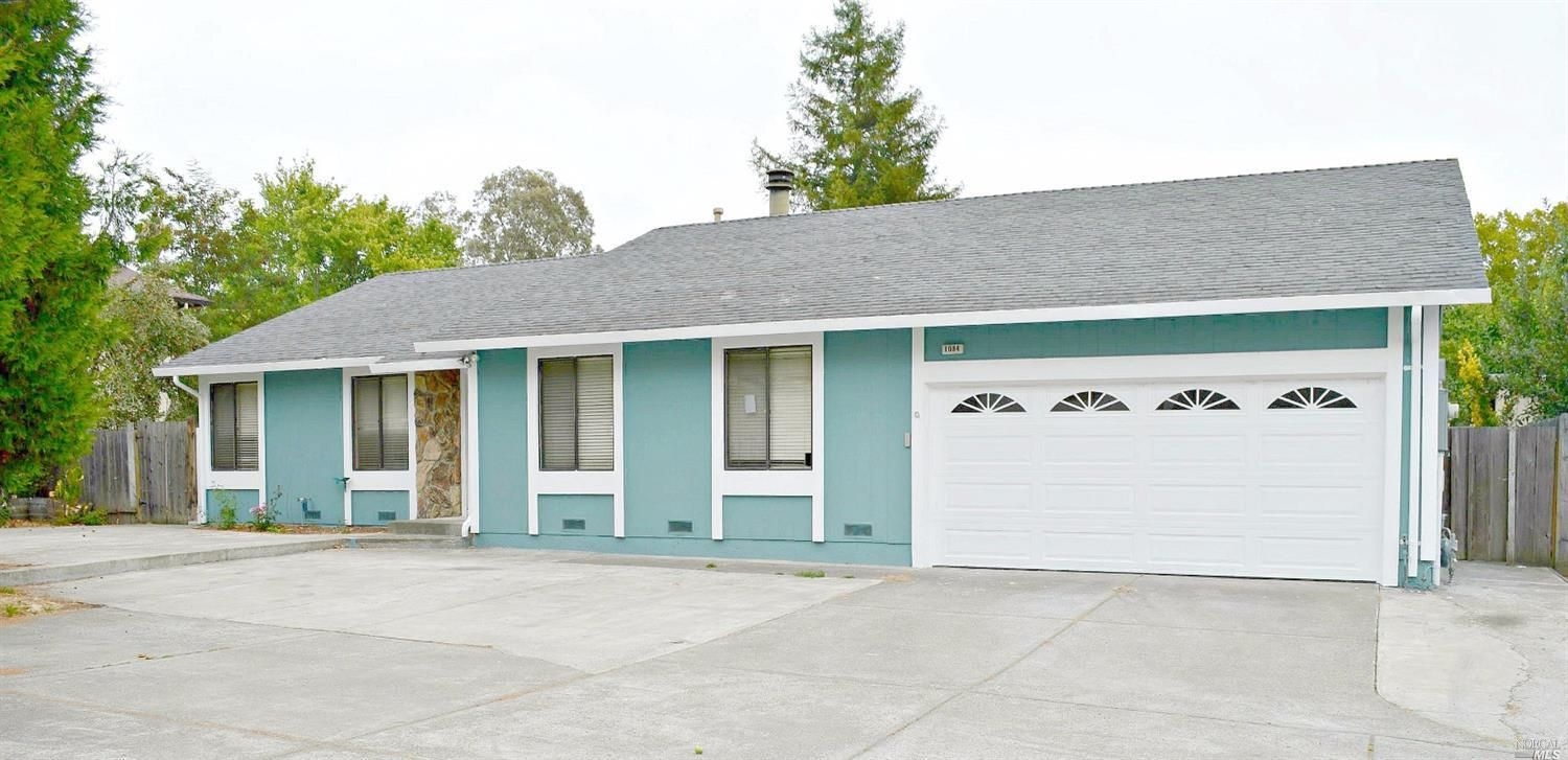 $465000 - 1084 Dickens Dr Santa Rosa CA 95401 Great single-family detached home in NWSR! 3 bd 2 ba 1684 sqft home on a 6900 sqft lot. New interior/exterior paint and brand new carpet.Kitchen with built-in desk. Huge Family room with fireplace. Rear patio and side yard. HOA dues are super low at just $65 monthly an include pools parks and basketball courts. http://bit.ly/2bvLjT1