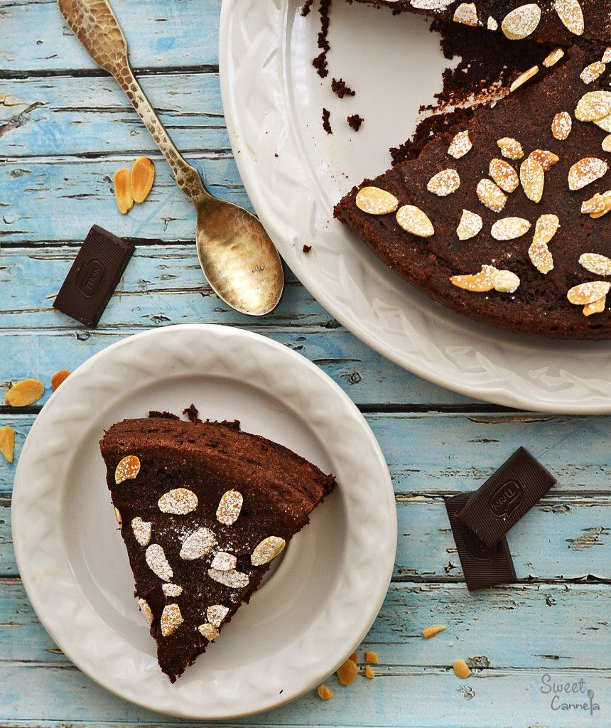 Chocolate-Almond-Olive Oil Cake – Pastel de Chocolate-Almendras-Aceite de oliva