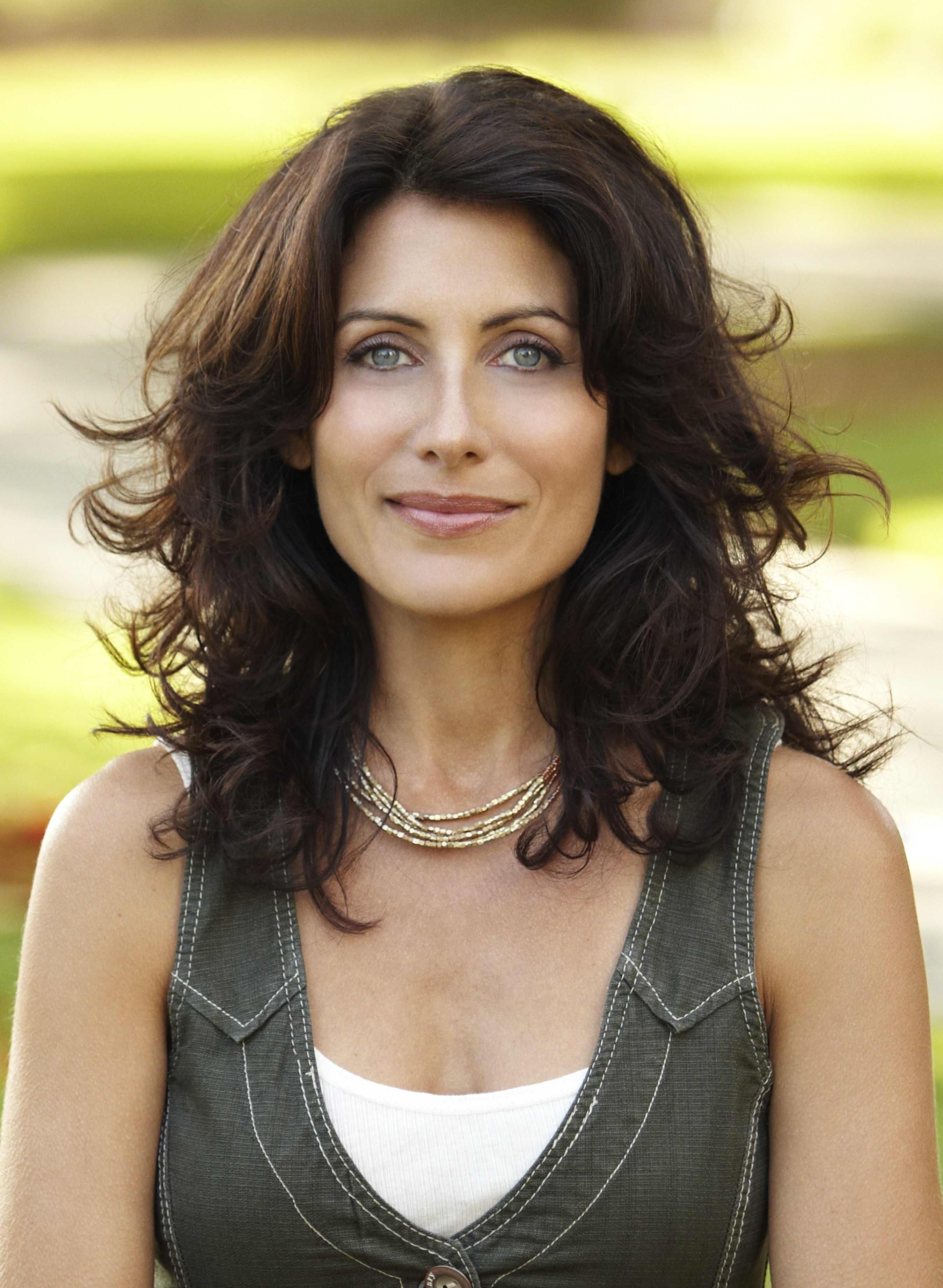 The 54-year old daughter of father (?) and mother(?) Lisa Edelstein in 2021 photo. Lisa Edelstein earned a  million dollar salary - leaving the net worth at  million in 2021