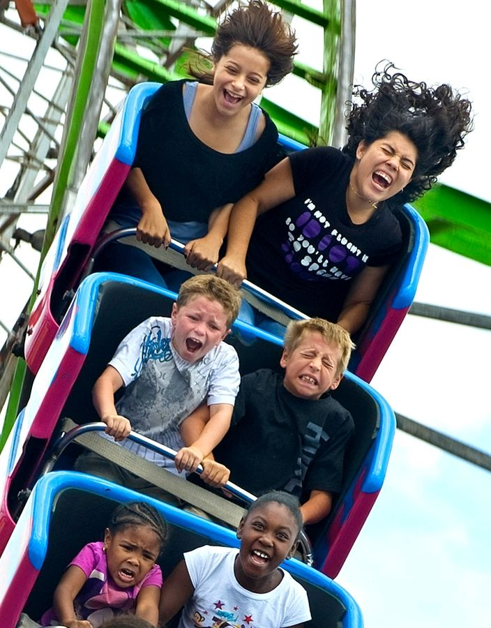 People on roller coaster Scary Roller Coasters, Scared Face, Coaster Art, Photo Action, Summer Playlist, The Third Person, Perfectly Timed Photos, Carnival Rides, Love People