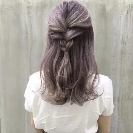 セミロングのヘアスタイル 髪型23選 パーマ 前髪あり 前髪なし