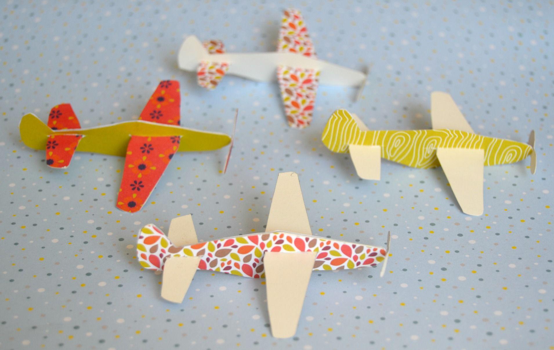 diy les avions en papier mobile diy d co bricolage id es astuces pinterest avion. Black Bedroom Furniture Sets. Home Design Ideas