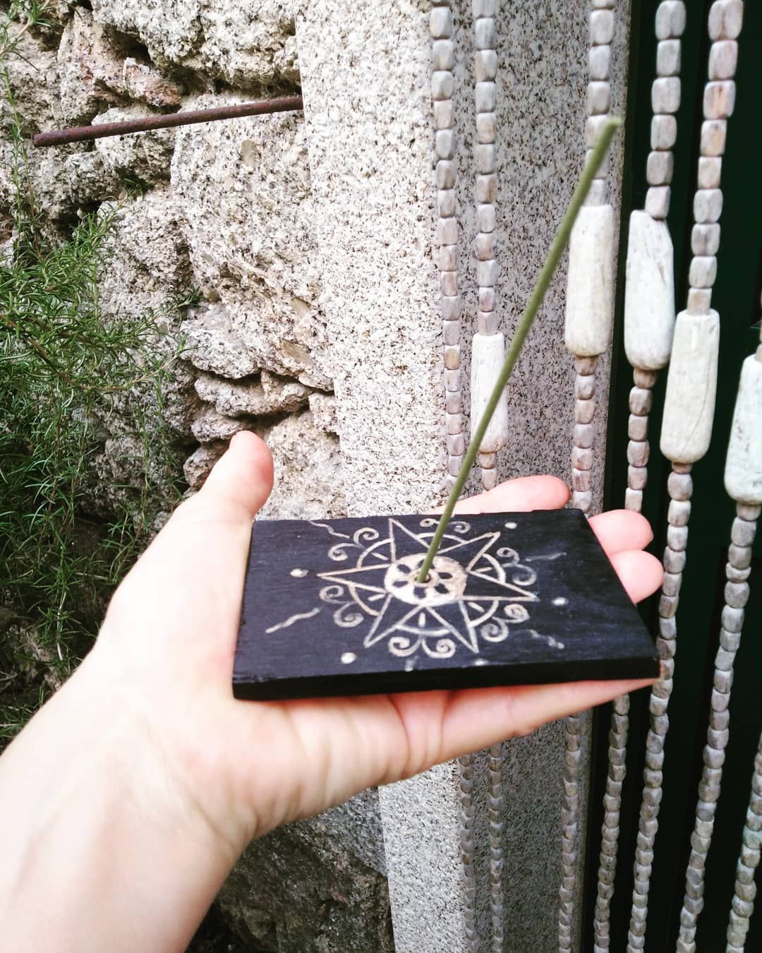 I've been experimenting new ideas and techniques and I made this incense burner out of a piece of wood. It's painted and carved. It's not an example of perfection but it opens my mind for new possibilities. . . #madeinportugal #handmade #handmadecrafts #handpainted #art #amor #artoninstagram #mandala #mandalapassion #mandalalovers #mandalalove #mandalaart #acrylic