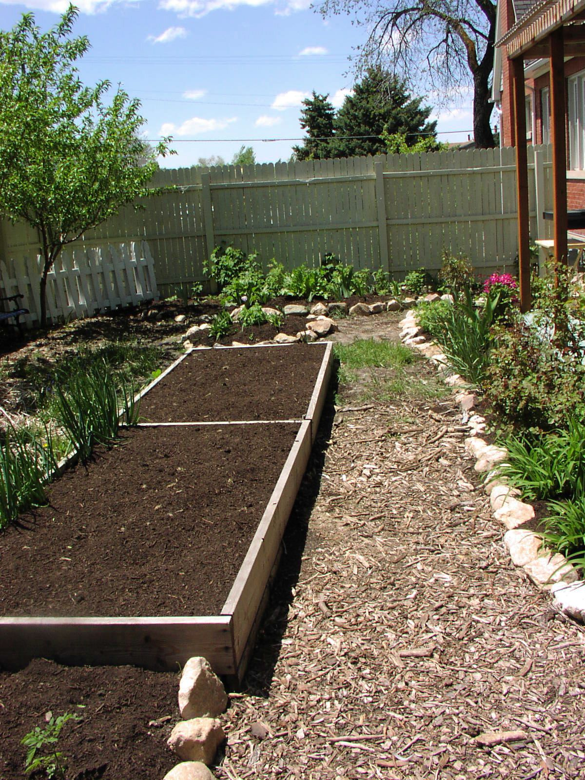 Building your own raised beds for growing vegetables for Circular raised garden bed ideas