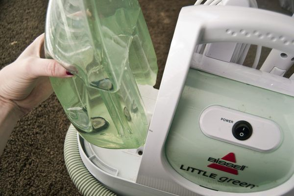 How To Use A Bissell Little Green Machine With Pictures Ehow How To Clean Carpet Dry Carpet Cleaning Natural Carpet Cleaning