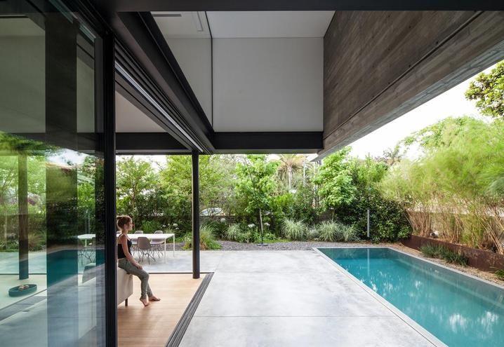 Rivestimento Esterno Casa Moderna : Casa moderna con piscina a tel aviv esterni terrace & balcony