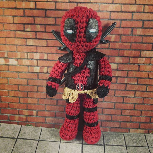 Raise your hand if you loved the Deadpool movie! / ¡Que levante la ...