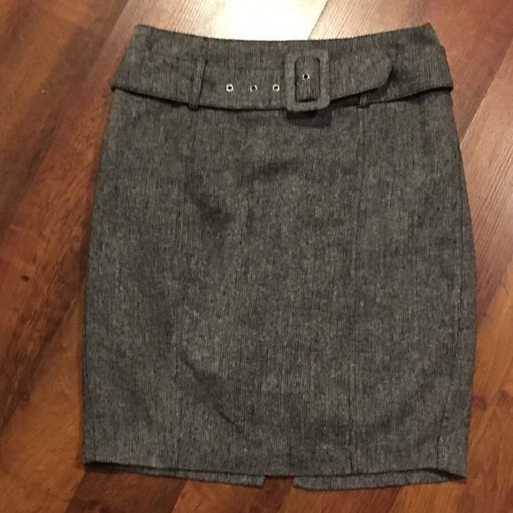 Forever 21 tweed skirt. Juniors small Cute Forever 21 tweed skirt. Juniors size small. Forever 21 Skirts