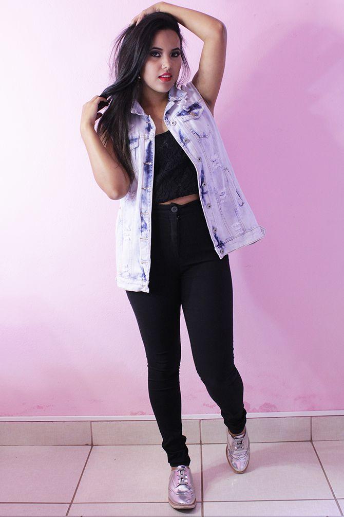 4758e8f3126e9 look-maxi-colete-jeans-lady-rock maxi colete jeans look maxi colete jeans  look colete sapato metalizado oxford metalizado