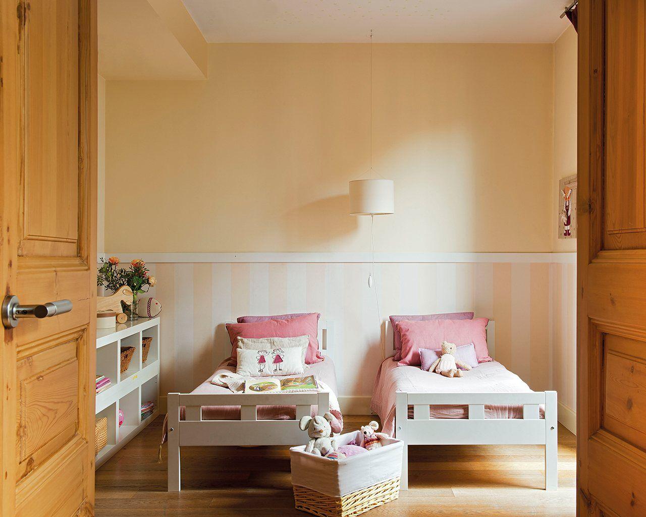 Camas modelo kritter y librer a baja de ikea colcha y - Decoracion dormitorio nina ...