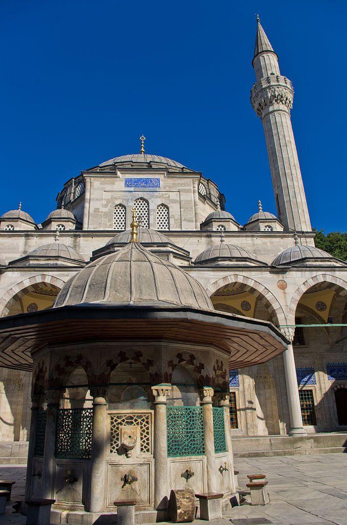 مسجد سكولو محمد باشا هو مسجد عثماني يقع في منطقة الفاتح في اسطنبول تركيا صم مه المهندس العملاق سنان باشا لأجل الوزي Mosque Art Mosque Islamic Architecture