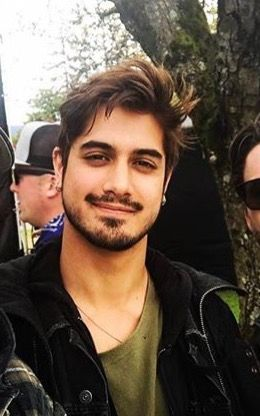 Pin By Aurorina 10 On Avan Beautiful Men Mens Hairstyles Short Avan Jogia