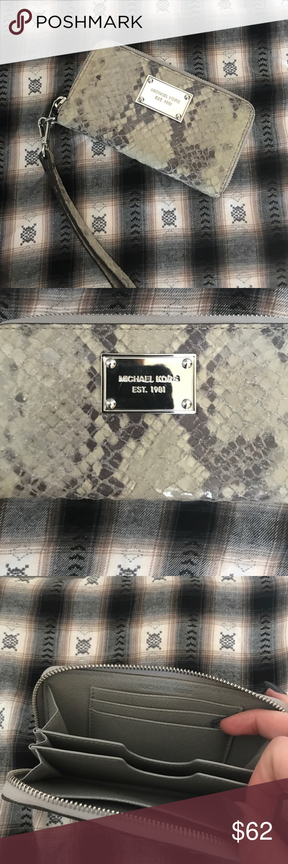 Like new authentic Michael Kors wristlet Like new authentic Michael Kors snake skin wristlet. Beautiful condition. Barely used. Very faint scratches on plate but very normal and not noticeable. Pairs well with black skinny jeans. Make your outfit complete with this wristlet 😍 Michael Kors Bags Clutches & Wristlets