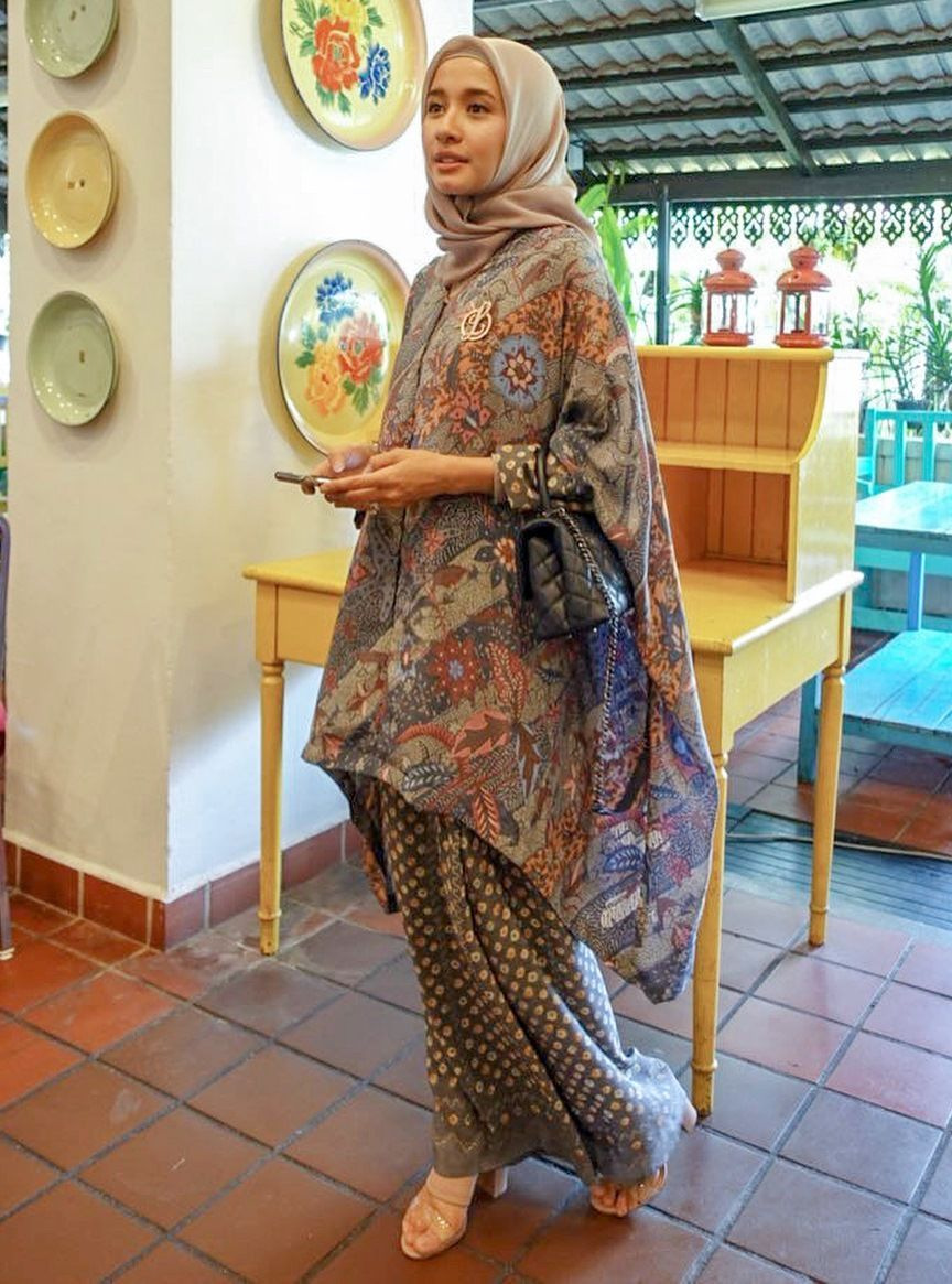 Kasual sampai Formal, Inspirasi OOTD Hijab ala Laudya Cynthia Bella