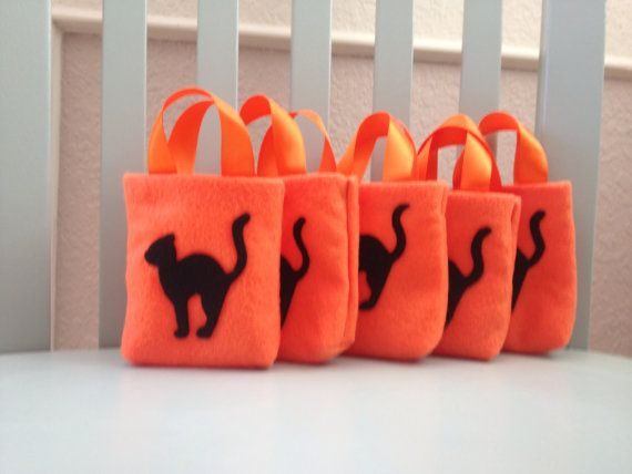 Hey, I found this really awesome Etsy listing at https://www.etsy.com/listing/202914716/halloween-treat-or-goody-bags-set-of-5