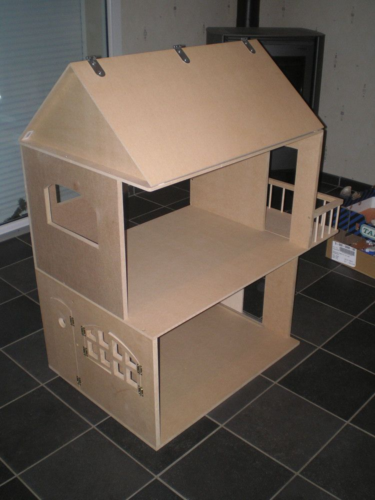 This site has Barbie sized houses, as well as other sizes, with FREE plans! In French, but w ...