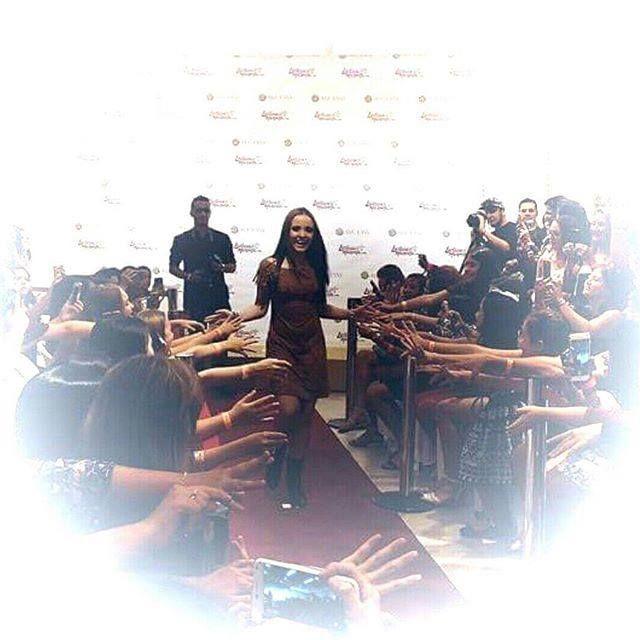 """""""O lançamento da coleção #FanyByLarissaManoela foi simplesmente maravilhoso  Agora vocês podem usar e abusar nos looks dessa coleção incrível  Brigada Tereza e toda equipe da @fanylandoficial e @fanygirloficial por me dar a oportunidade de lançar essa coleção que ficou linda de viver """""""