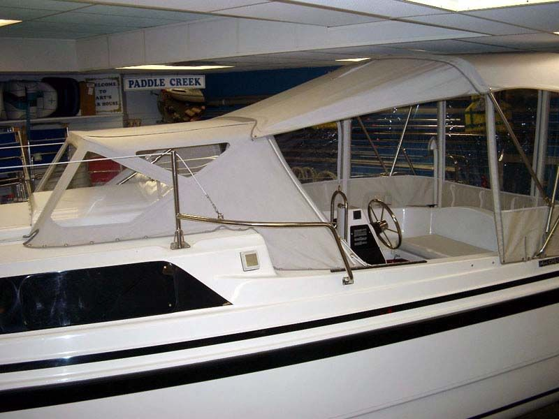 The set includes a Bimini top, cockpit enclosure with 3 screened