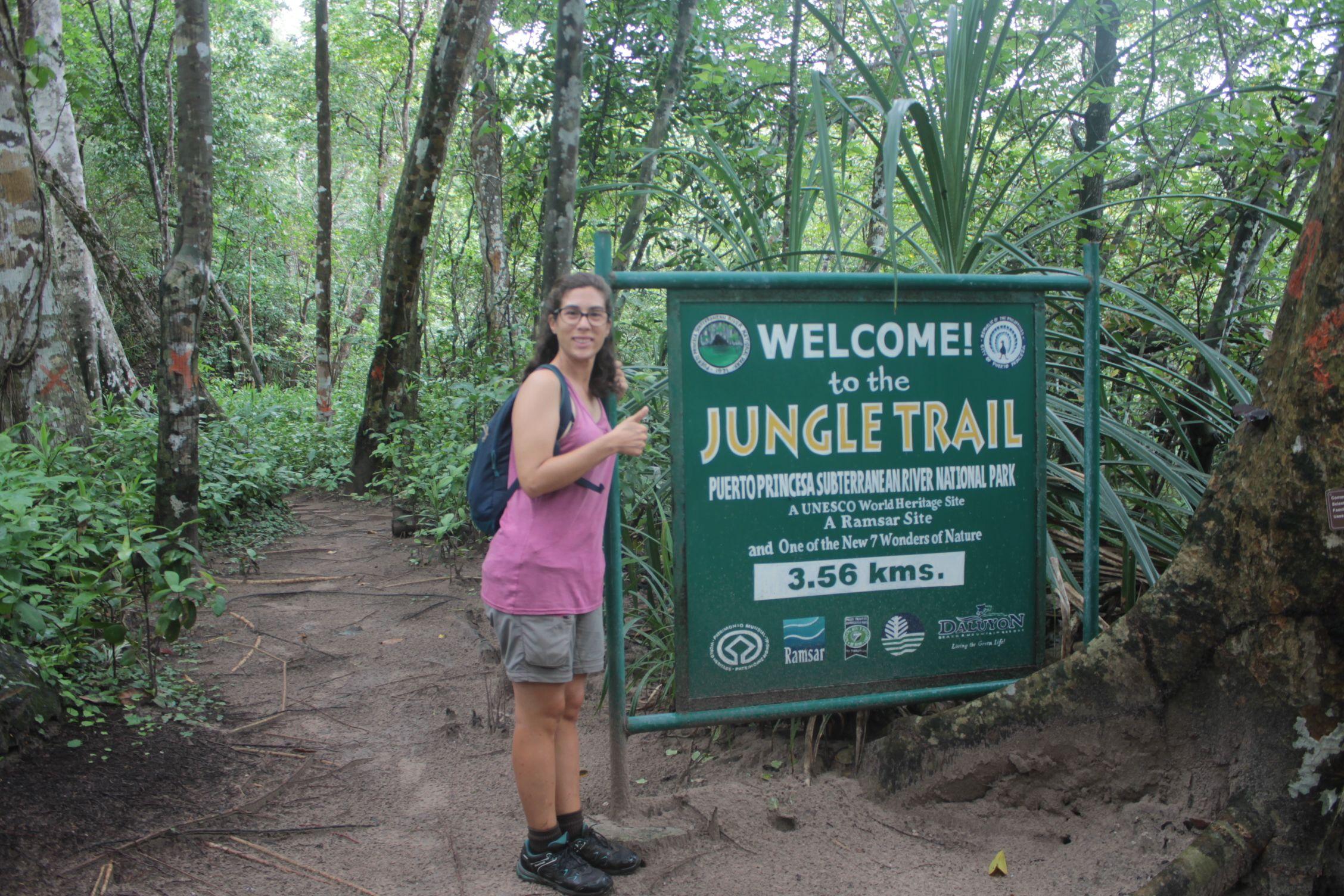 Empezando el camino por la jungla en el rio subterráneo