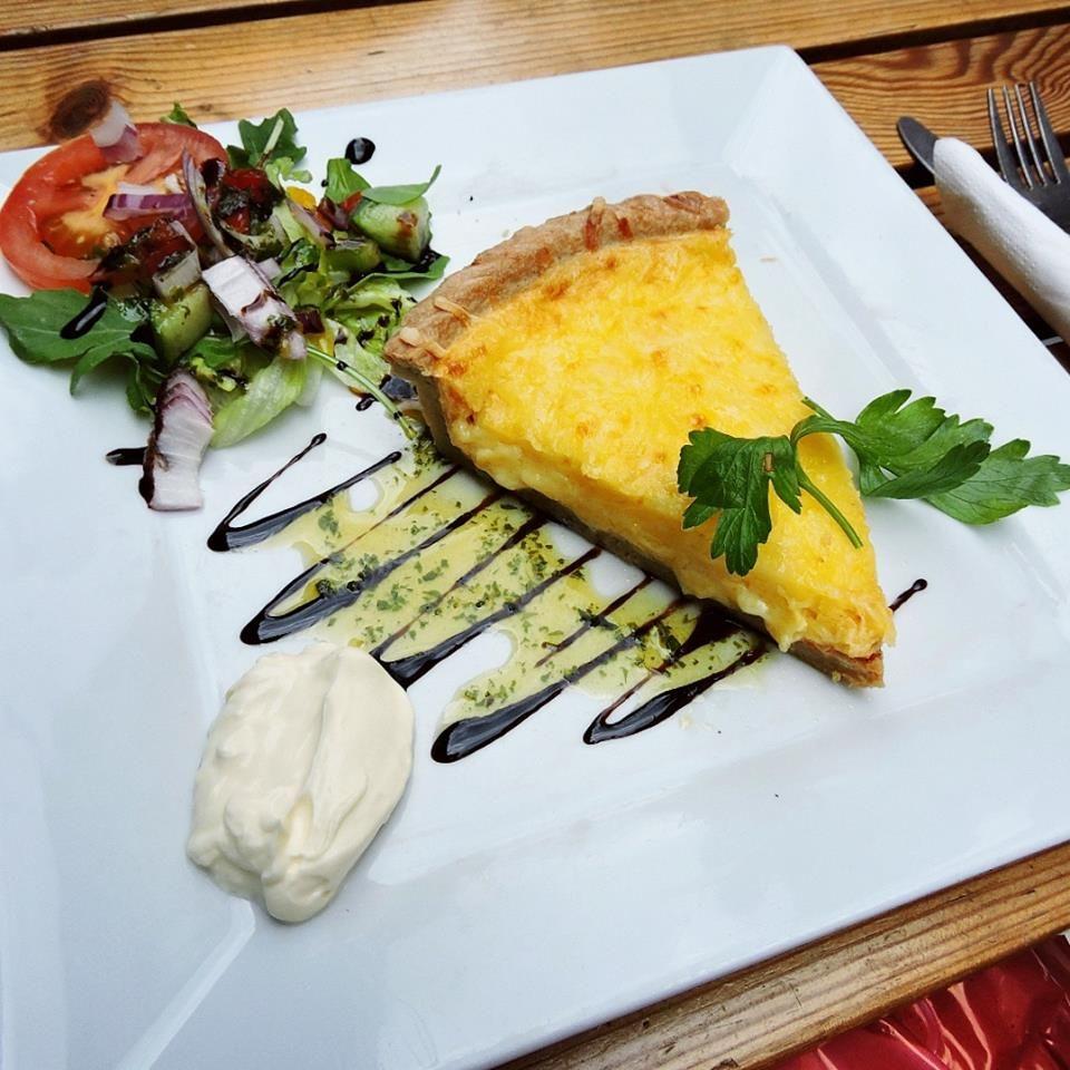 Quiche mit Zwiebel und viel Käse / quiche with onion and cheese