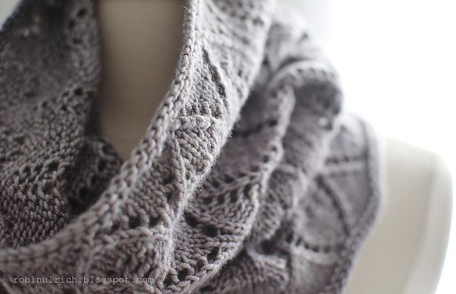 Ravelry: Greyhaven Cowl pattern by Robin Ulrich