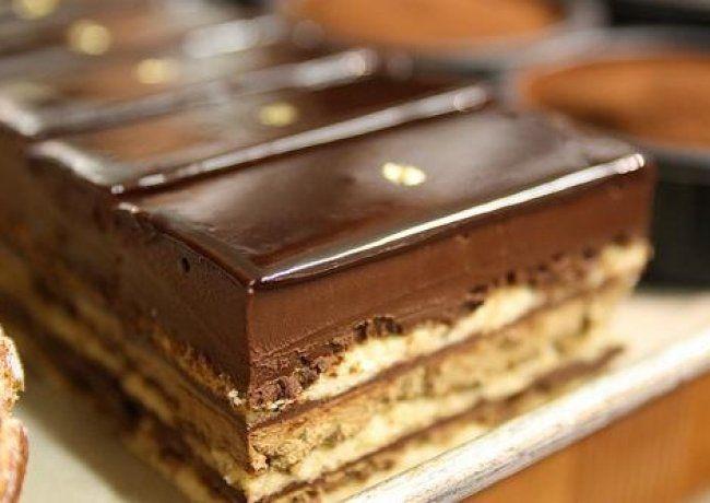 Fenomenalan Pariski kolačPotrebno je: 580gr mekog brašana, 1 jaje, 6,5dl mleka, 340gr šećera, kašika sode bikarbone, 450gr margarin...