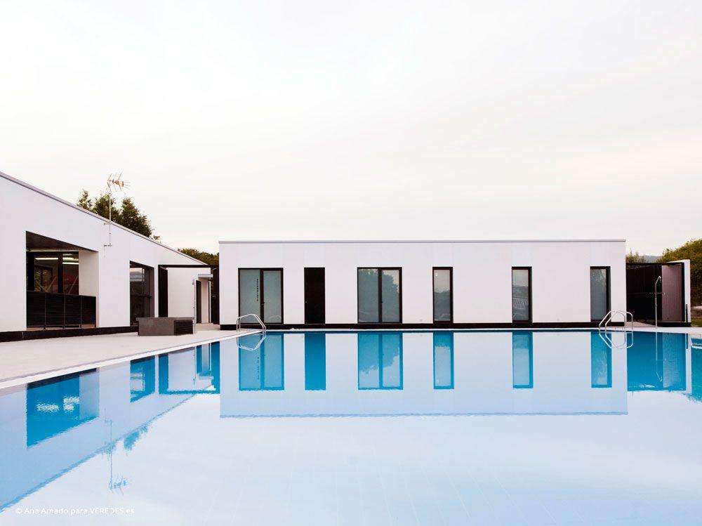 Reforma de vestuarios y piscina municipal en maceda for Piscinas la morgal