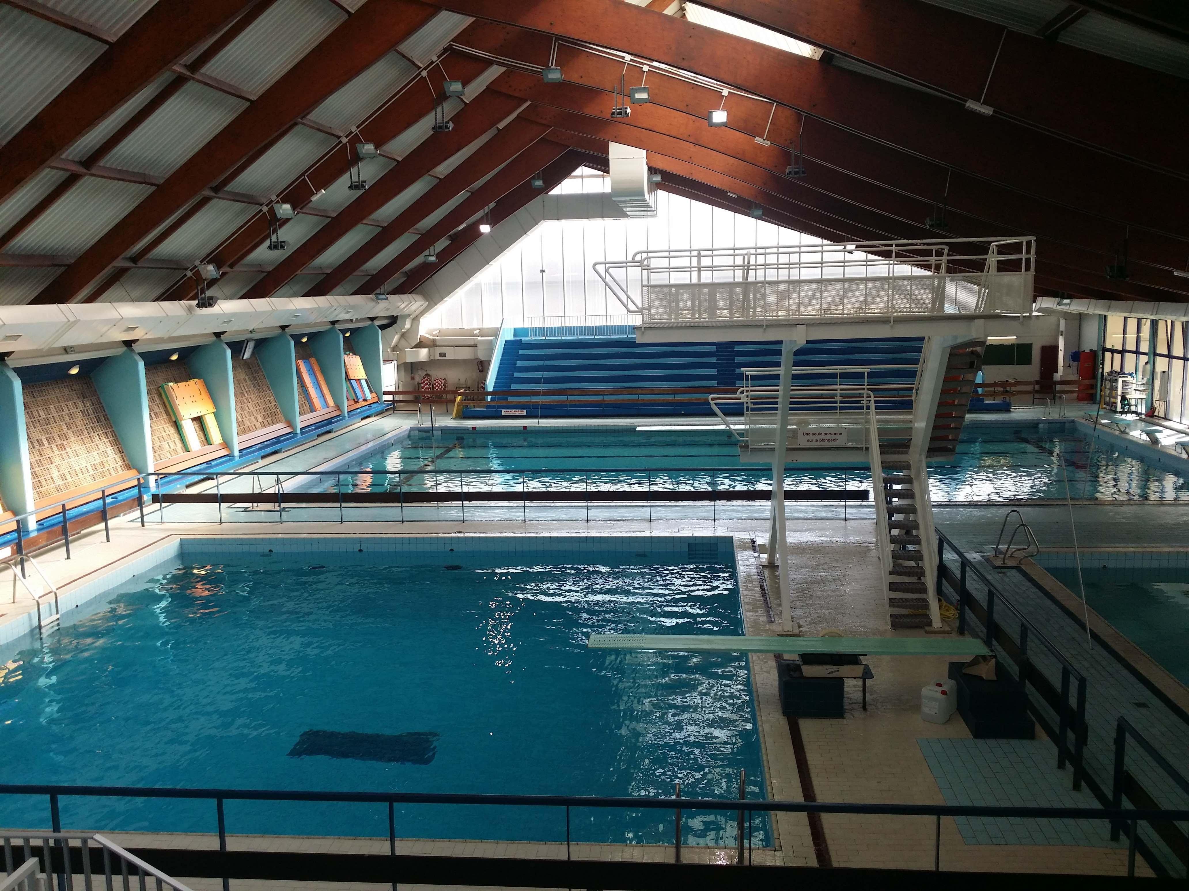 Nouveau piscine pour homme lyon piscine for Piscine de vaise
