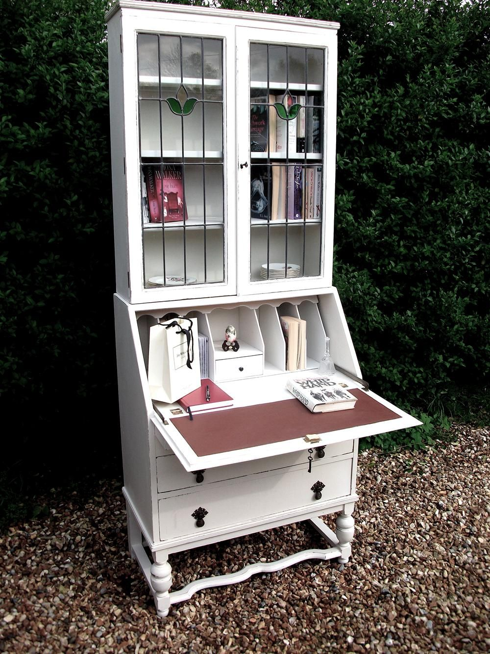 Effigy of Shabby Chic Bookshelf: How to Share Vintage Appeal