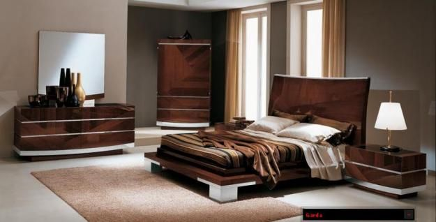 Italian Bedrrom Set With Shiny Brown Furniture Http Lanewstalk Com Why Italian Modern Bedroom Furniture Contemporary Bedroom Sets Classic Bedroom Furniture