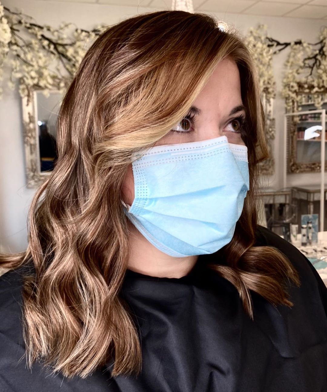 𝐀𝐔𝐓𝐔𝐌𝐍 𝐕𝐈𝐁𝐄𝐒 🍂 Sprinkles Of Lightness To make This Brunette Shine With A Pop Of Face Framing 🍁 By Lyndsey ✨ #autumnvibes🍁 #autumncolors #caramelbalayage #blonde #blondespecialist #waves #babylights #ribbons #brunettebalayage #hairvids #hairinspro #hairtransformations #haircolourspecialists #lavishlocks #blonde #hairstylist #colourspecialist #hairextensions #livedinblonde #dublinhairdresser #hairproducts #dimensionalblonde #naturalblonde #colourist #modernsalon #blogger #hairinspro