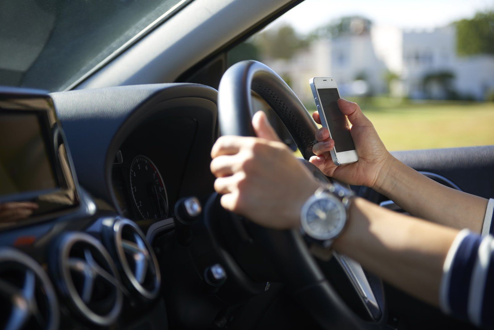 UK ministers to discuss safe driving modes with phone makers - http://www.sogotechnews.com/2016/12/19/uk-ministers-to-discuss-safe-driving-modes-with-phone-makers/?utm_source=Pinterest&utm_medium=autoshare&utm_campaign=SOGO+Tech+News