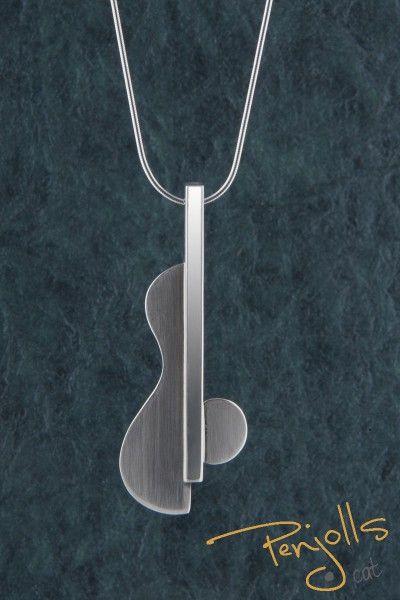 """Penjoll """"Guitarra"""" realitzat en plata de llei. Veieu especificacions. Pes 6,3 gr."""