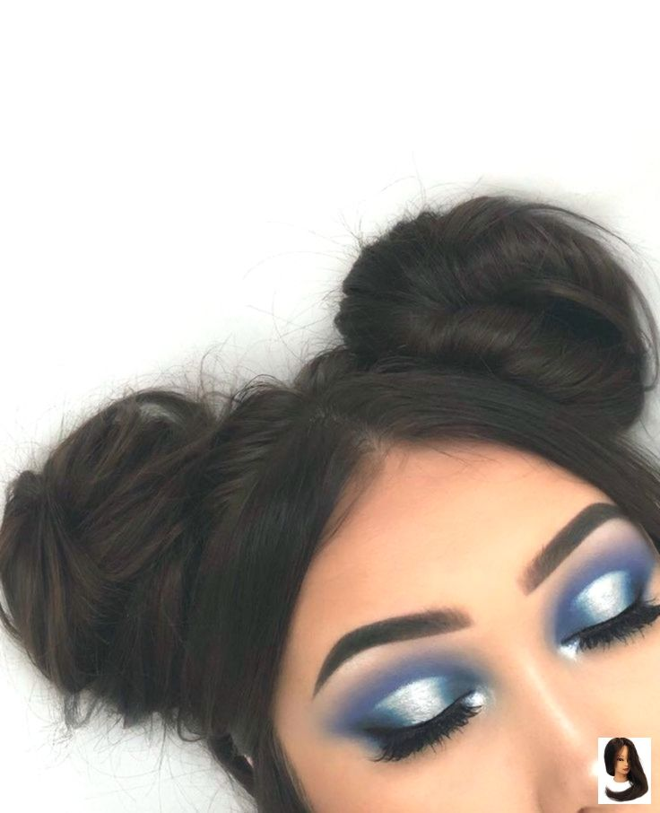 Moño de pelo y sombra de ojos azul – modelos de vestir