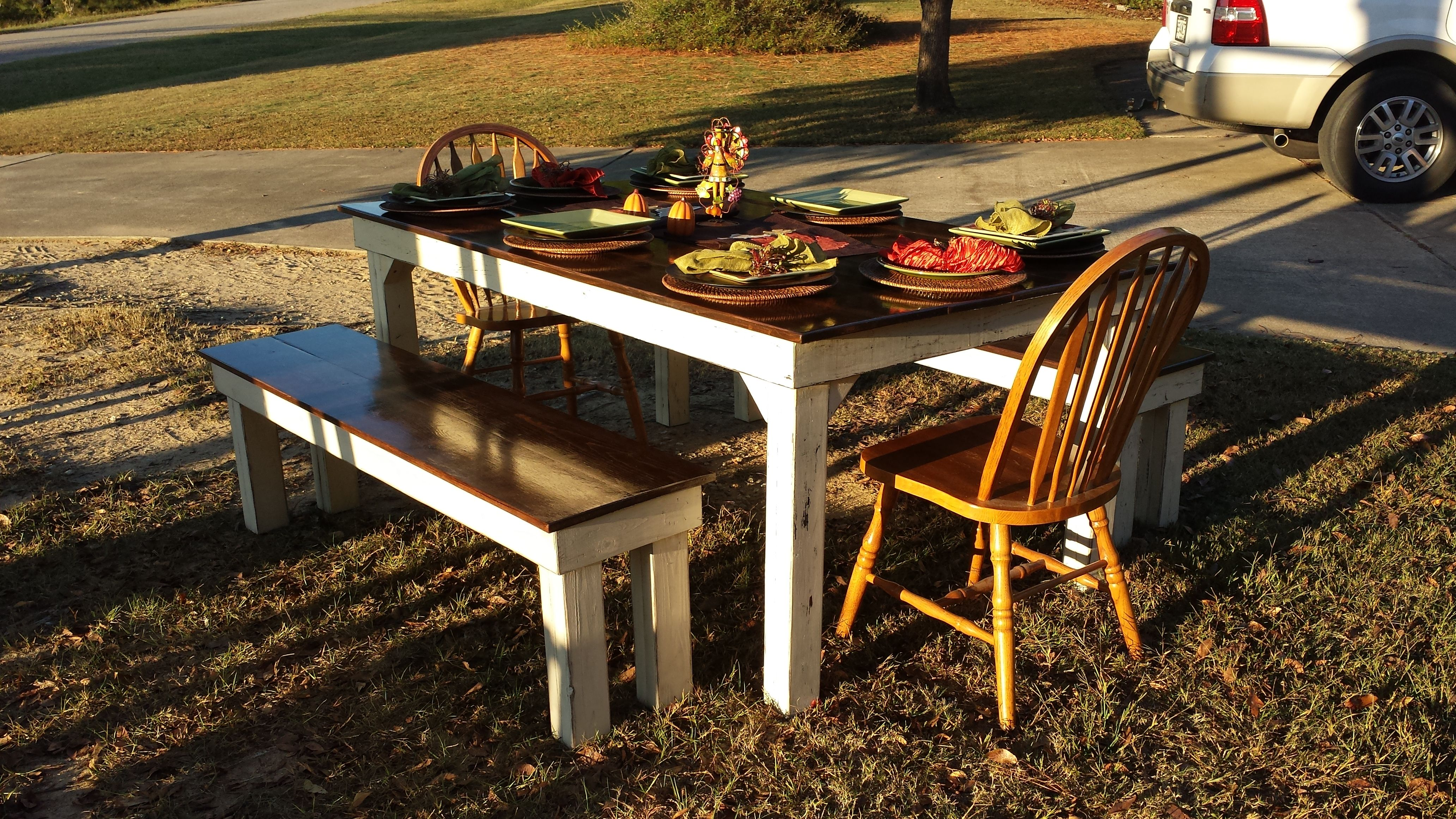 Beautiful farmhouse table and two benches only 575 solid