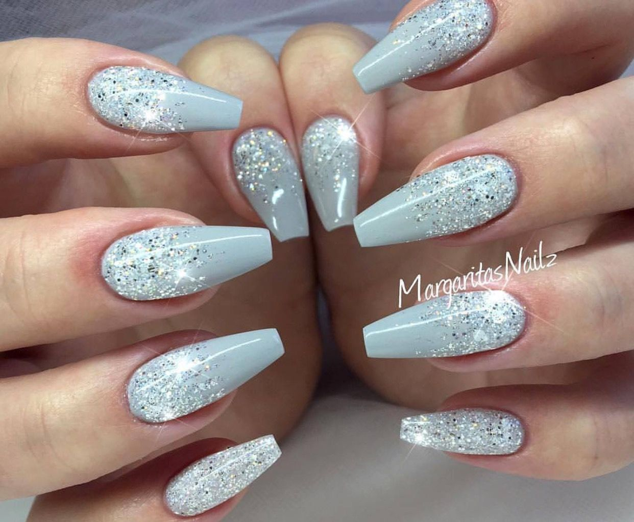 winter inspired nails ❄ winter nails - http://amzn.to/2idawtq