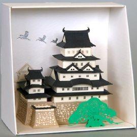Naast Nanoblock heeft het merk Kawada nu ook een lijn van gebouwen van papier. De velletjes zijn al gelaserd.