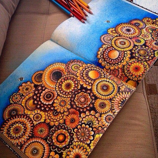 Inspiração de um sábado anoite exemplo deslumbrante de tom sobre tom, efeito usando o lápis preto no colorido, e fundo ⓜⓐⓡⓐⓥⓘⓛⓗⓞⓢⓞ!!!!! @ludmilasampaio arrasou! --------------------------------------------------- #⃣ Use #jardimsecretoinspire para que seu colorido seja compartilhado aqui no nosso perfil!! ➡️ Envie por Direct também as suas fotos!! #jardimsecretoinspire #jardimsecreto #livrojardimsecreto #secretgarden #amamosjardimsecreto #inspiração #colorir #cores #colors #vejabh…