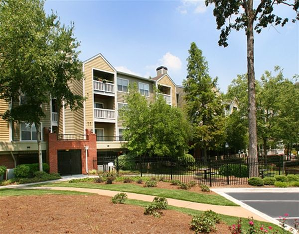 888 712 0884 1 2 Bedroom 1 2 Bath Briarcliff Apartments 7000 Briarcliff Gables Cir Ne Atlanta Ga 30329 Briarcliff Apartments For Rent House Styles