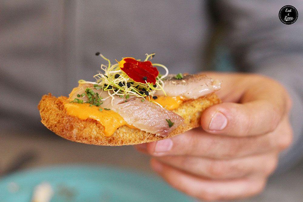 tosta de sardina ahumada en Boho Bar restaurante Chueca Madrid