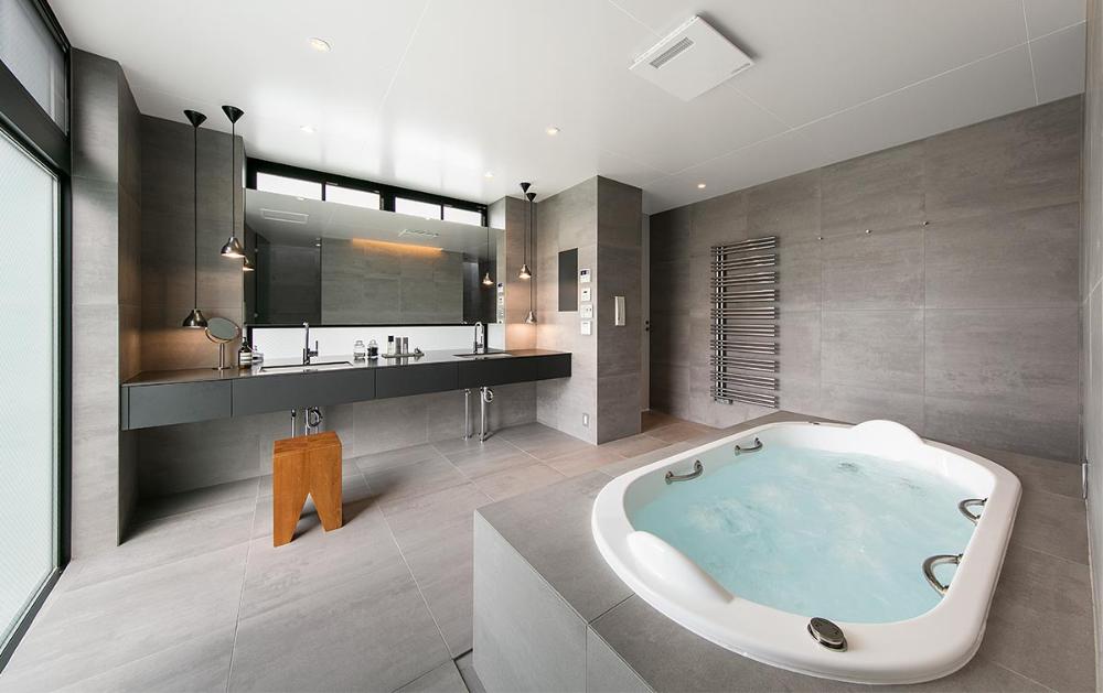 ミニマリズムの家 建築実例 高級注文住宅 アーネストアーキテクツ 高級住宅 注文住宅 浴室 モダン