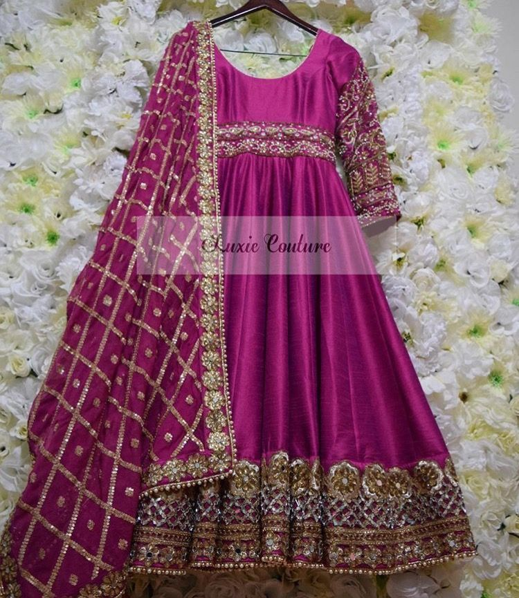 Pin de Spandana Reddy Sappidi en Dresses,sarees,lehangas | Pinterest