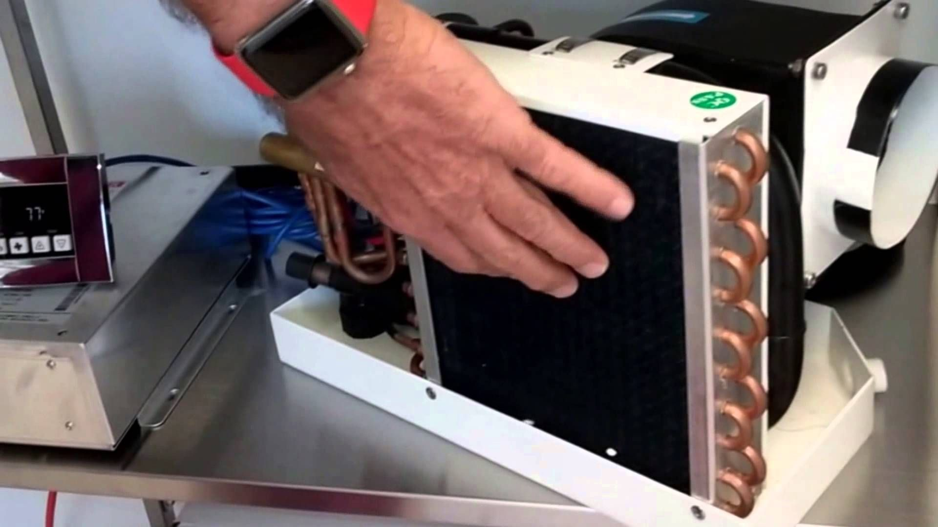 Mini Hvac World S Smallest Ac Dc Air Conditioner Heat Pump 4200 Btu Refrigeration And Air Conditioning Diy Air Conditioner Smallest Air Conditioner