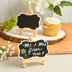 Our chalkboard easel is on-trend and ready to serve as a place card or table card. It can even be used to label entrees in a buffet.