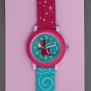 Montre enfant fée Crocodile Creek sans phtalates.  Une première montre gaie, colorée et illustrée d'une jolie fée pour apprendre à lire l'heure comme les grands et arriver à l'heure à l'école ! Les parents apprécieront... Bracelet garanti sans phtalates. Motifs : fée. Diamètre du cadran : 29 mm. Boitier en acier inoxydable. Pile fournie. Idée cadeau. http://www.lilooka.com/fr/montres-enfants-crocodile-creek/955-montre-enfant-fee-crocodile-creek-sans-phtalates.html