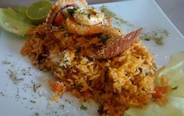 El arroz con mariscos es uno de los platos infaltables en cualquier restaurante de comida marina o cevicheria.