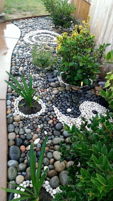 Beach Rock Garden Ying Yang And Swirl Rock Garden Landscaping
