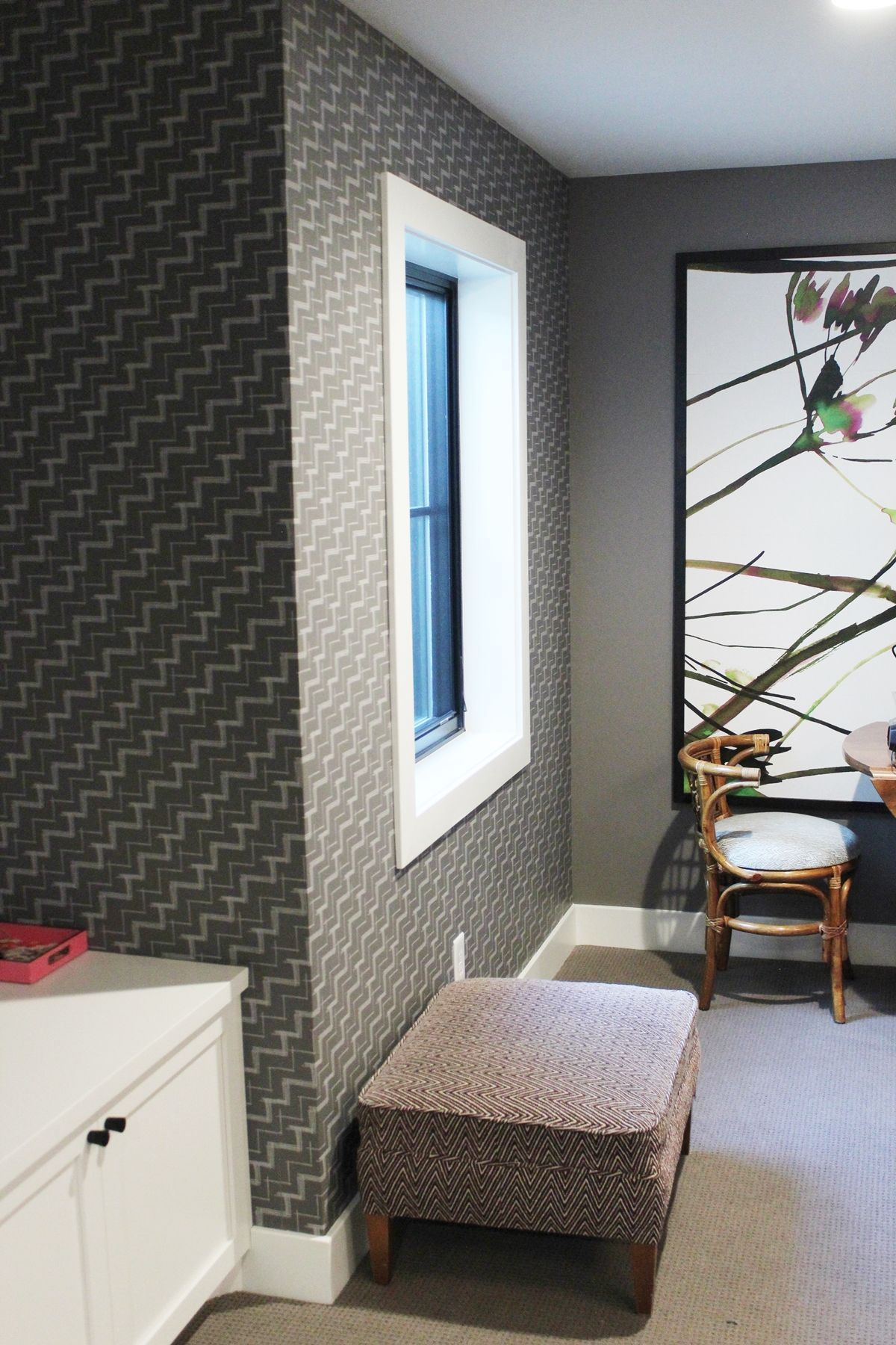How To Clean Walls The Nitty Gritty On Cleaning Painted Wallpapered And Paneled Walls Cleaning Walls Wall Wallpaper Cleaning